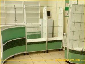 Результат уборки помещения под аптеку, чистые витрины